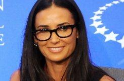 Nicht erst seit Demi Moore 50 geworden ist, steht die Schauspielerin zu ihrer Sehschwäche. Foto: AP