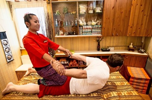 salons im raum stuttgart thai masseure k mpfen gegen vorurteile stuttgart stuttgarter. Black Bedroom Furniture Sets. Home Design Ideas