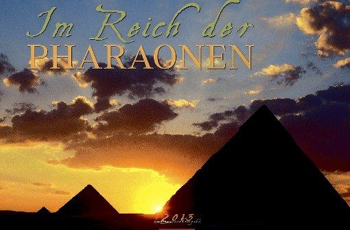 pstrongIm Reich der Pharaonen:/strongbr / Luxor, Abu Simbel, Ramses-Statuen, Tempel-Reliefs, die Pyramiden von Gizeh: Fast menschenleer sind die Bilder in warmen Farben, keine Touristen stören die göttliche Ruhe der Monumente. Selten gewordene Eindrücke aus einem von politischen Unruhen gebeutelten, aber immer noch faszinierenden Land. Verlag Weingarten, 55,6 x 45,4 x 1 cm, 32 Euro./p Foto: Hersteller