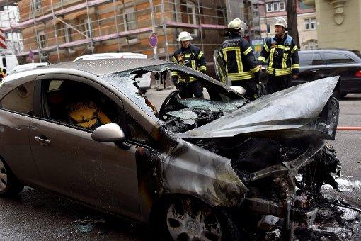 Beim Vollbrand eines Opel Corsa von 2012 entstanden am Donnerstag in Stuttgart-Mitte rund 7000 Euro Schaden. Foto: www.7aktuell.de | Oskar Eyb