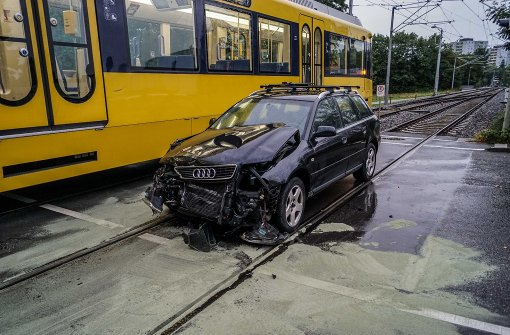 Pkw kollidiert mit Stadtbahn