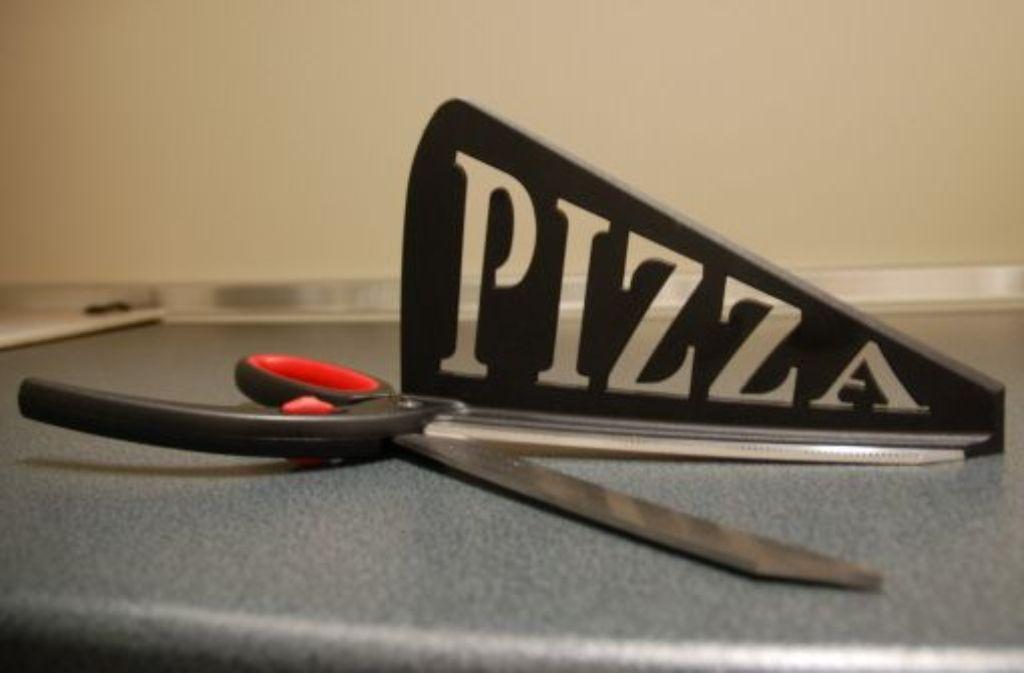 crashtest salami fl chtet vor der pizza schere news stuttgarter nachrichten. Black Bedroom Furniture Sets. Home Design Ideas