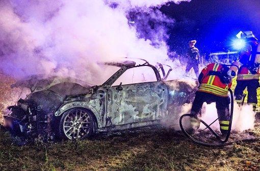 Mann mit Säure verletzt, Auto ausgebrannt