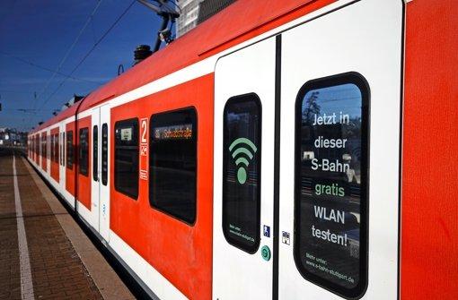 Drahtloses Internet in der S-Bahn mittels Gratis-WLAN: Das gibt es bisher nur in zwei Testzügen, die auf der S4, S5 oder S6 im Einsatz sind Foto: DB