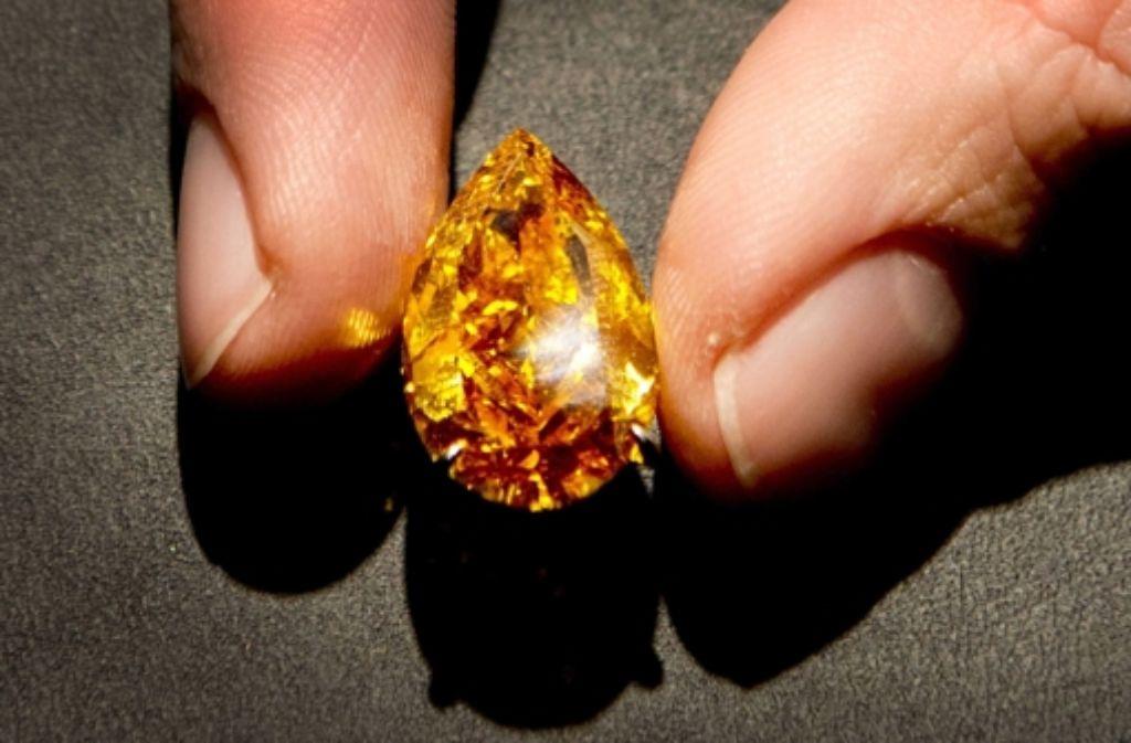 der teuerste diamant der welt leuchtet orange. Black Bedroom Furniture Sets. Home Design Ideas