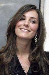 Während ihres Studiums an der britischen Eliteuniversität St. Andrews in Schottland lernt Kate Middleton 2002 Prinz William kennen. Während viele ihrer Kommilitoninnen nur darauf warten, William kennenzulernen, geht Kate dem Prinzen eher aus dem Weg. Die Taktik, wenn es denn eine ist, geht auf: Kate und William werden Freunde, Mitbewohner - und schließlich ein Paar. Foto: dpa