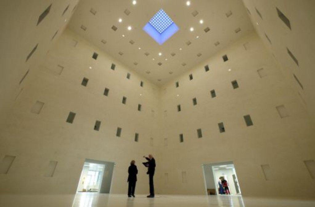 Neue bibliothek das buch auf gro er b hne region kultur for Neue architektur stuttgart