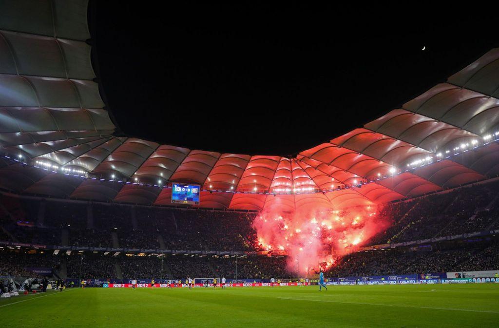 Hsv Gegen Dynamo: Hamburger SV Gegen Dynamo Dresden: HSV Wahrt Vorsprung Auf