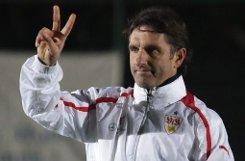 Der VfB Stuttgart plant weiter mit Trainer Bruno Labbadia. Der 46-Jährige verlängerte nun seinen auslaufenden Vertrag bis zum 30. Juni 2015. Klicken Sie sich durch einige Labbadia-Fotos aus seiner bisherigen VfB-Zeit: Foto: Pressefoto Baumann
