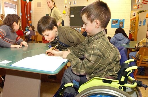 Behinderte Kinder sollen an Regelschulen lernen, finden betroffene Eltern. Foto: dpa
