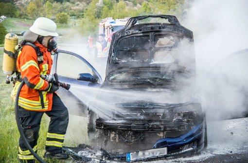 Motorraum von Opel brennt komplett aus