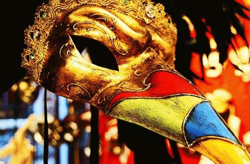 Handgearbeitete Masken von Mario Belloni: Verkleiden, ohne sich in eine Rolle zu begeben. Foto: Sobik