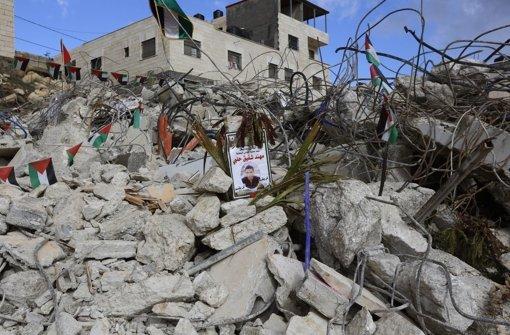 Das zerstörte Haus eines palästinensischen Attentäters: Bei der aktuellen Gewaltwelle in Israel versucht Ministerpräsident Benjamin Netanjahu Härte zu zeigen. Foto: EPA