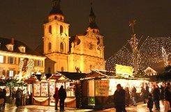 Barocke Kulisse: In Ludwigsburg hat am Dienstagabend der Weihnachtsmarkt eröffnet. Foto: Benjamin Beytekin