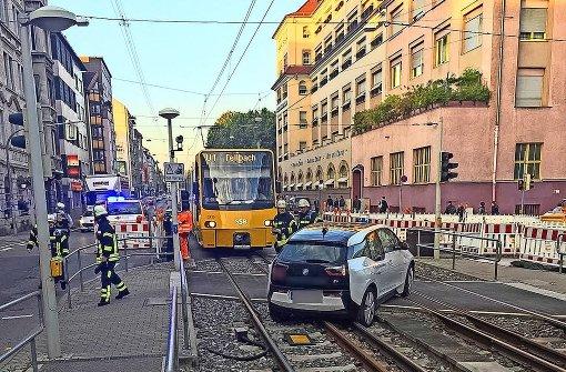 Unfallserie: Autofahrer legen Stadtbahn lahm