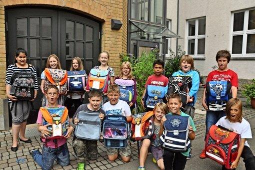 Elise-von-König-Schüler spenden ihre Schulranzen