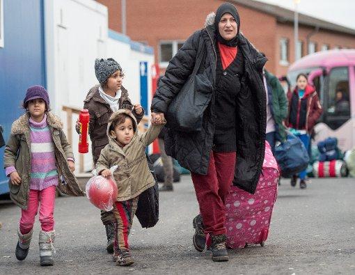 """Baden-Württemberg will Flüchtlingen ihr Taschengeld nicht mehr in bar geben, sondern eine """"Sachleistungskarte"""". Foto: dpa"""