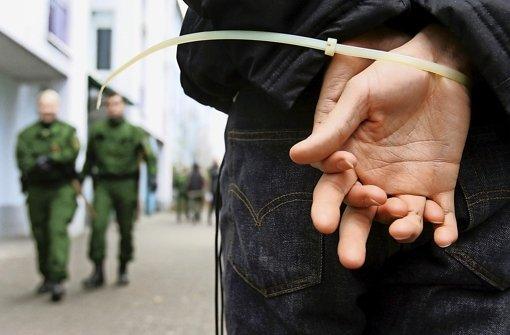 Immer öfter muss die Polizei gegen Flüchtlinge ermitteln Foto: dpa
