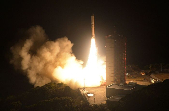 Raketenstart in Japan: Epsilon-3 bringt Privatsatelliten ins All