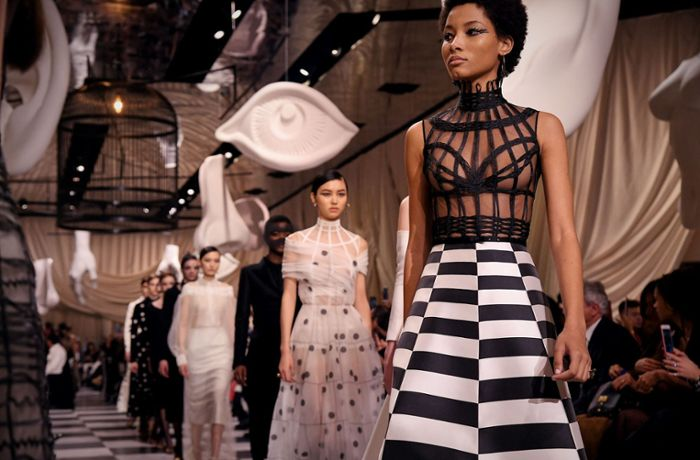Fashion Week Paris: Dior überzeugt mit surrealistischer Modekreation