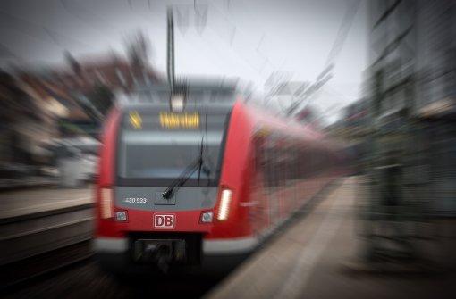 Männer belästigen 15-Jährige in der S-Bahn