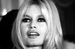 Sie machte die Zahnlücke salonfähig: bBrigitte Bardot/b brachte den Glückszahn, wie die Franzosen ihn nennen, sogar in alle französischen Rathäuser - von 1970 bis 1978 trug die Marianne, Frankreichs Nationalfigur, die Züge der schönen Schauspielerin. Foto: dpa