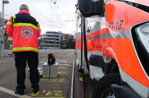 Rettungswagen kracht in Gegenverkehr
