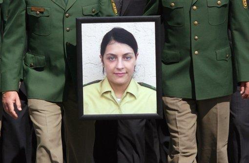 Polizisten erweisen am 30. April 2007 mit einem Trauerzug in Böblingen ihrer in Heilbronn ermordeten Kollegin Kiesewetter die letzte Ehre. Foto: dpa