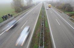Trauer nach dem Unfall auf der A5 bei Offenburg. Foto: dpa/Symbolbild