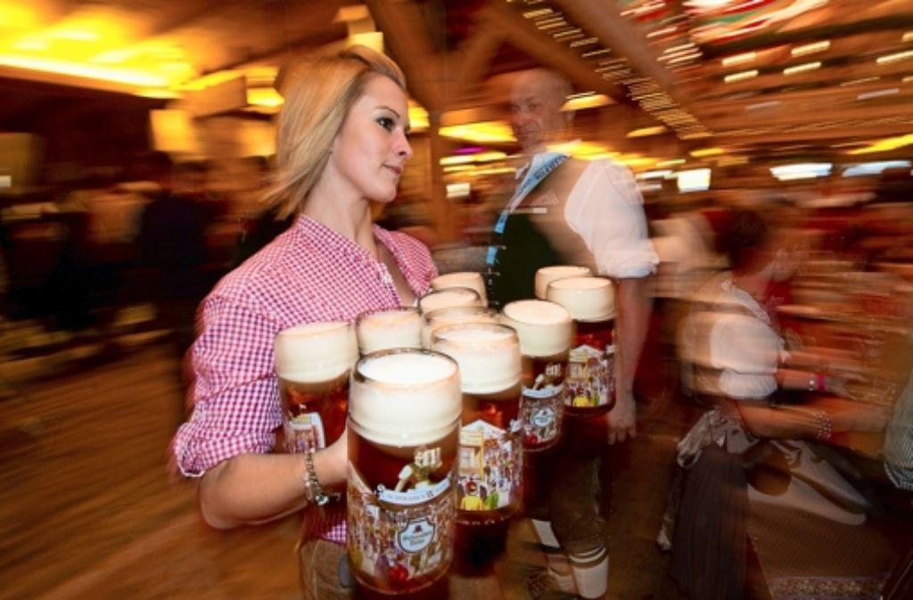 cannstatter volksfest die g ste trinken weniger bier cannstatter volksfest stuttgarter. Black Bedroom Furniture Sets. Home Design Ideas