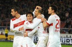 Harter Kampf bei strömendem Regen: Der VfB Stuttgart setzt sich zuhause mit 2:1 (1:1) gegen den Tabellenletzten Augsburg durch. Traoré und Ibisevic treffen und legen sich auf. Klicken Sie sich durch die Bildergalerie vom Spiel: Foto: dpa