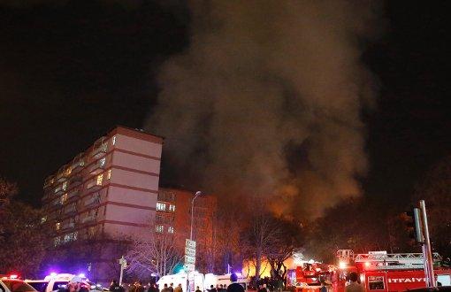 Nach der Explosion steht eine dichte Rauchwolke über dem Tatort. Foto: Getty