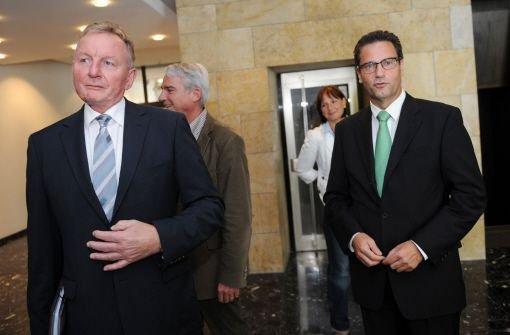 SPD-Fraktionschef Claus Schmiedel (links) und CDU-Fraktionschef Peter Hauk nach ihrem Treffen im Stuttgarter Rathaus. Foto: dpa