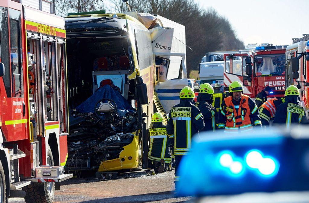 A3 Bei Limburg Zwei Tote Bei Unfall Zwischen Lkw Und Reisebus