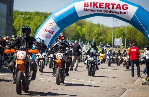 Tausende Motorradfahrer beim Bikertag
