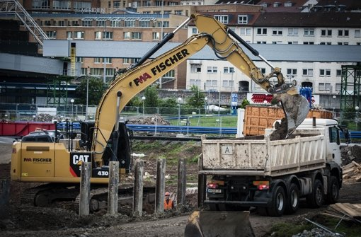 Bis Ende März 2015 fahren die S-21-Lastwagen auf öffentlichen Straßen Foto: Lichtgut/Leif Piechowsk