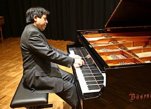 Vladimir Valdivias Leben besteht in erster Linie aus Tönen. Der Konzertpianist lebt für die klassische Musik. Foto: privat