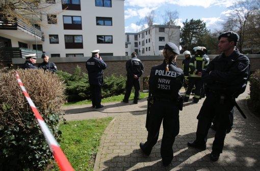 Die Polizei ermittelt in dem Wohnpark, zu dem das Schwimmbad gehört. Foto: dpa
