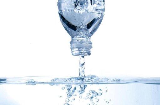 Mineralwasser Gegen Leitungswasser Hahn Oder Flasche Ein