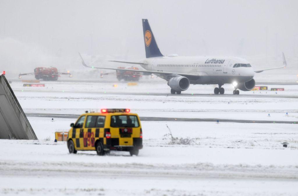 Schnee Sorgt Fur Chaos Dramatische Lage Am Flughafen Frankfurt Panorama Stuttgarter Nachrichten