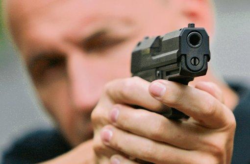 91-Jähriger zielt mit Schusswaffe auf Bauarbeiter