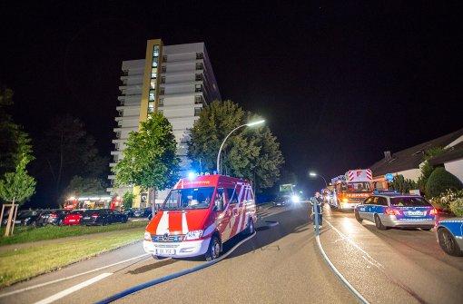 Drei Verletzte nach Feuer auf Hochhausbalkon