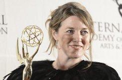 Die britische Produzentin Annabel Jones mit ihrem Emmy für die TV-Mini-Serie Black Mirror. Foto: dpa