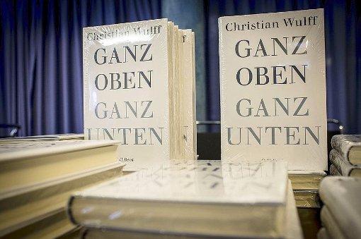 Bevor Wulff da ist, sind seine Bücher da und liegen in schon zum Signieren bereit Foto: Piechowski