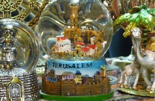 Die Bilder der Fotostrecke stammen aus Jerusalem und zeigen die Weihnachtsdeko im christlichen Viertel. Klicken Sie sich durch. Foto: Welzhofer