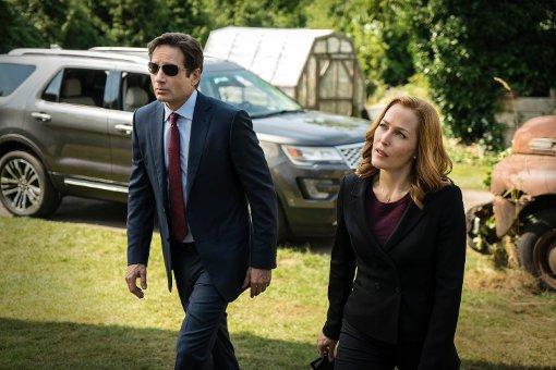 Mit Fox Mulder (David Duchovny) und Dana Scully (Gillian Anderson) sind in der neuen Akte X-Staffel die gleichen FBI-Ermittler wie früher mit dabei. Foto: AP