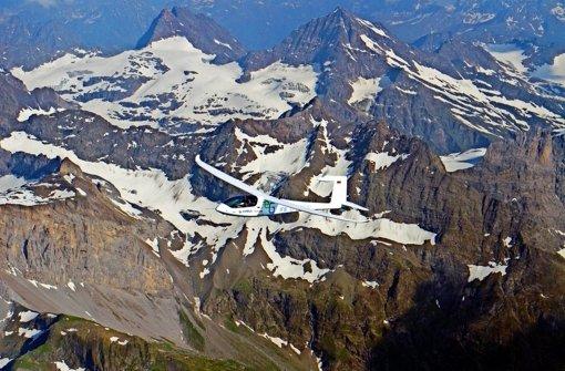Mit dem E-Genius der Vaihinger Luft- und Raumfahrttechniker flogen ein Doktorand und ein Pilot über die Alpen bis nach Italien. Foto: Universität Stuttgart