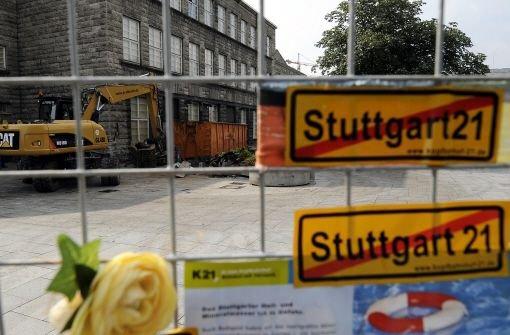 Im Streit um das Bahnprojekt hat der Vorstandsvorsitzende der Deutschen Bahn, Rüdiger Grube, nun doch eine Verlängerung des Baustopps angeboten. Foto: dapd