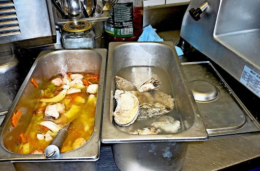 Verschimmelte Soße und Kakerlaken in der Küche