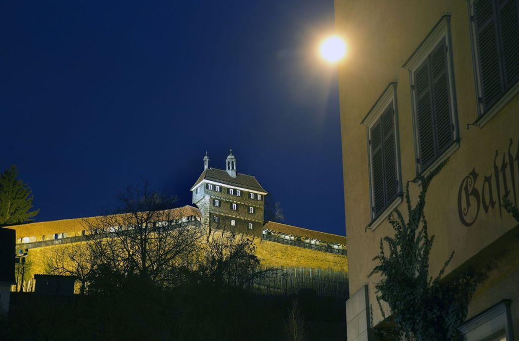 Einsatz Auf Der Esslinger Burg Polizei Beendet Party Mit 200